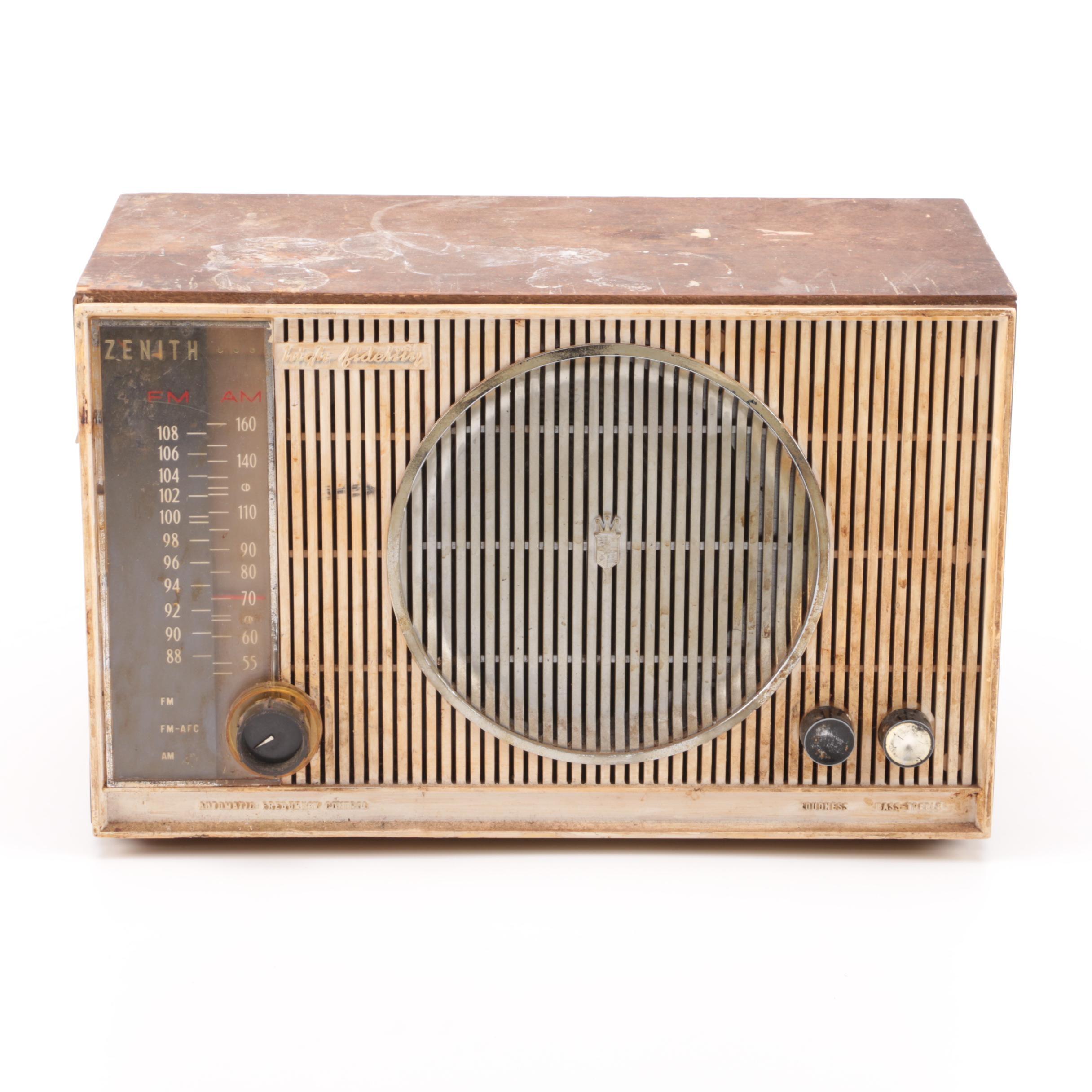Vintage Zenith AM/FM Radio
