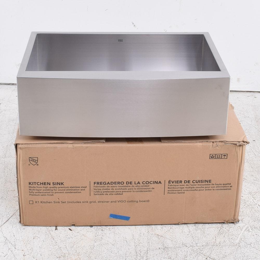 VIGO Single Bowl Farmhouse Kitchen Sink with Cutting Board