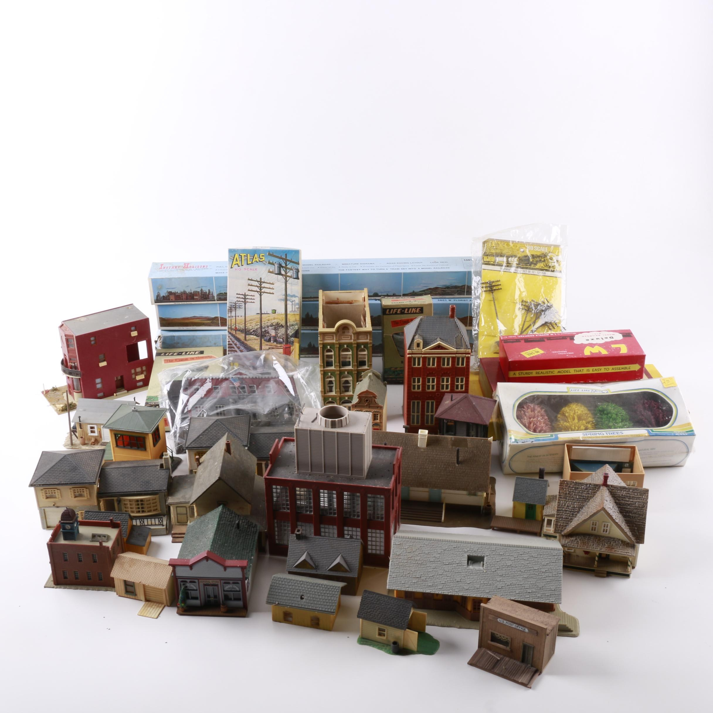 Buildings and Kits for Model Railroad Scenes