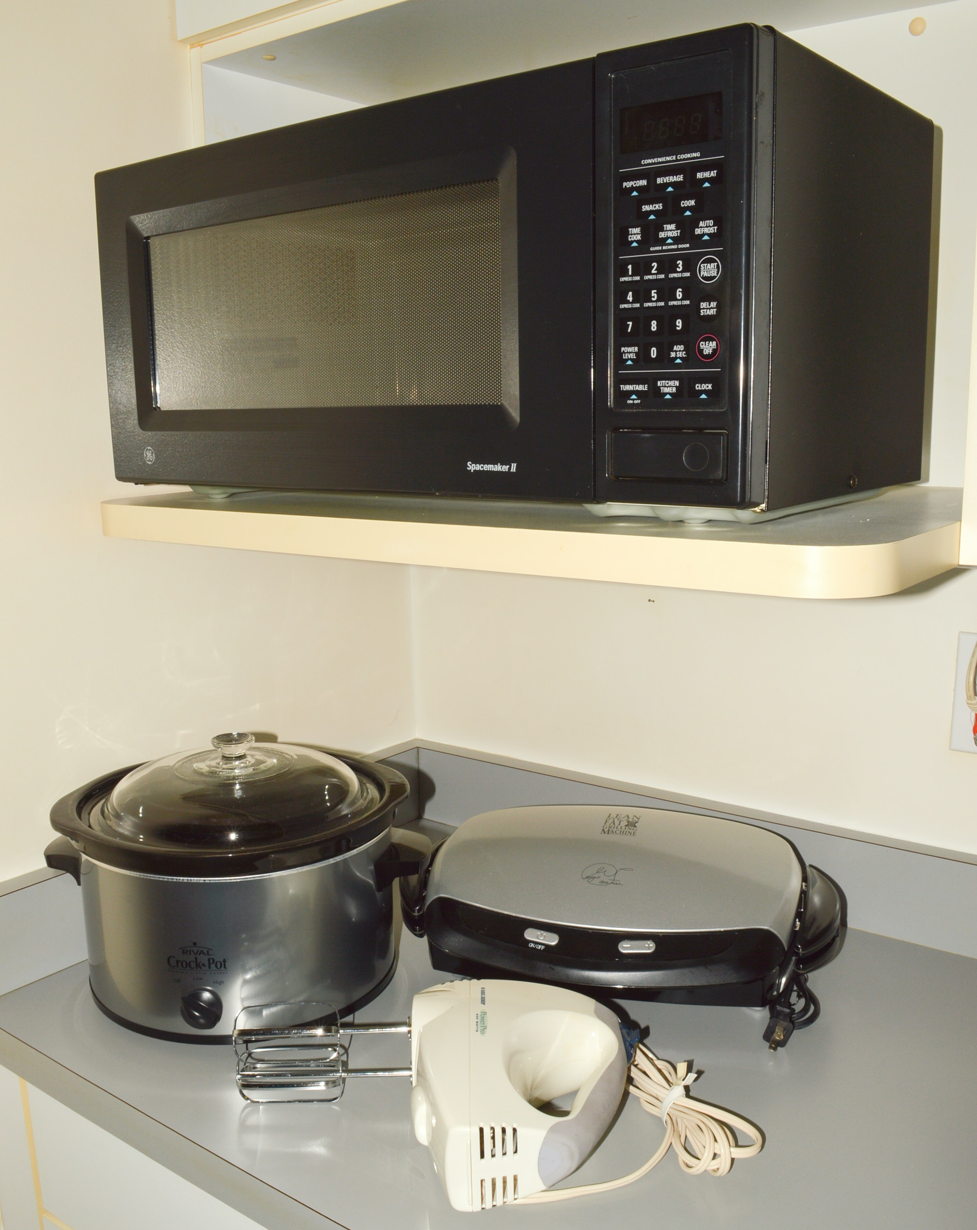 GE Spacemaker II Microwave and Small Kitchen Appliances