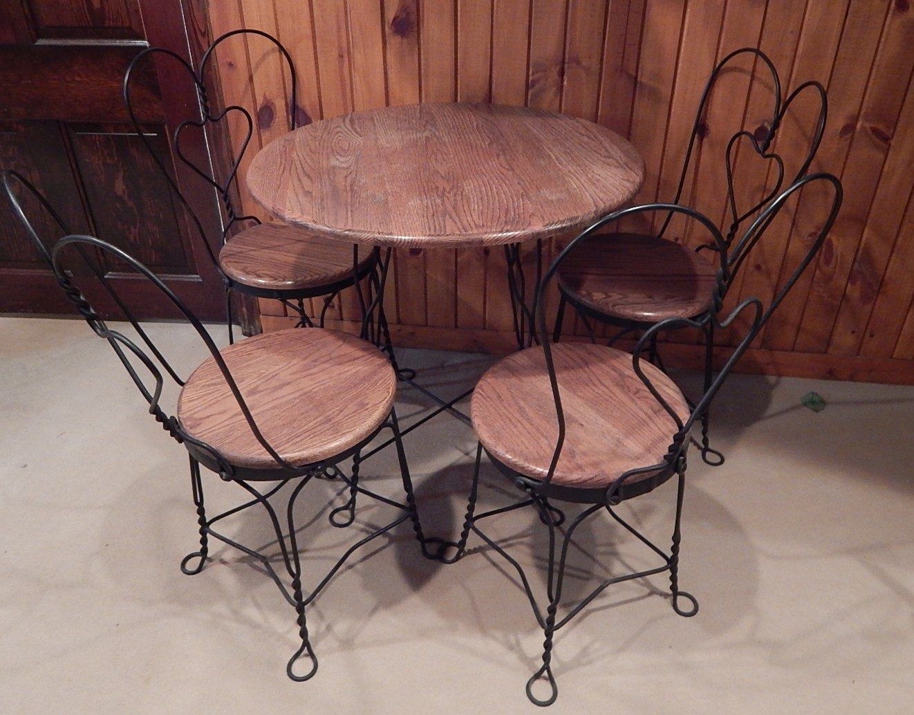 Round Parlor Style Wooden Table with Chairs