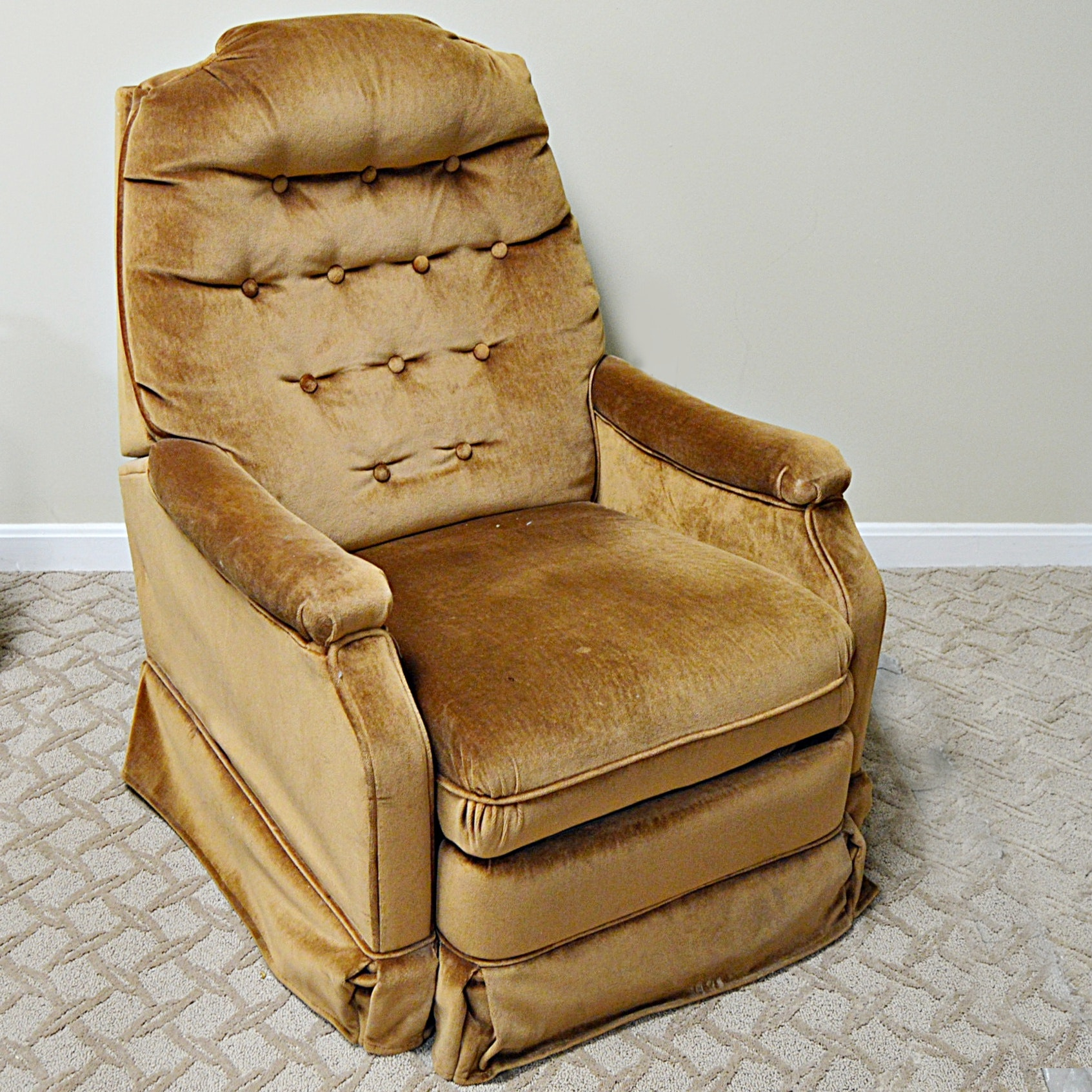 Recliner Chair in Velour Upholstery