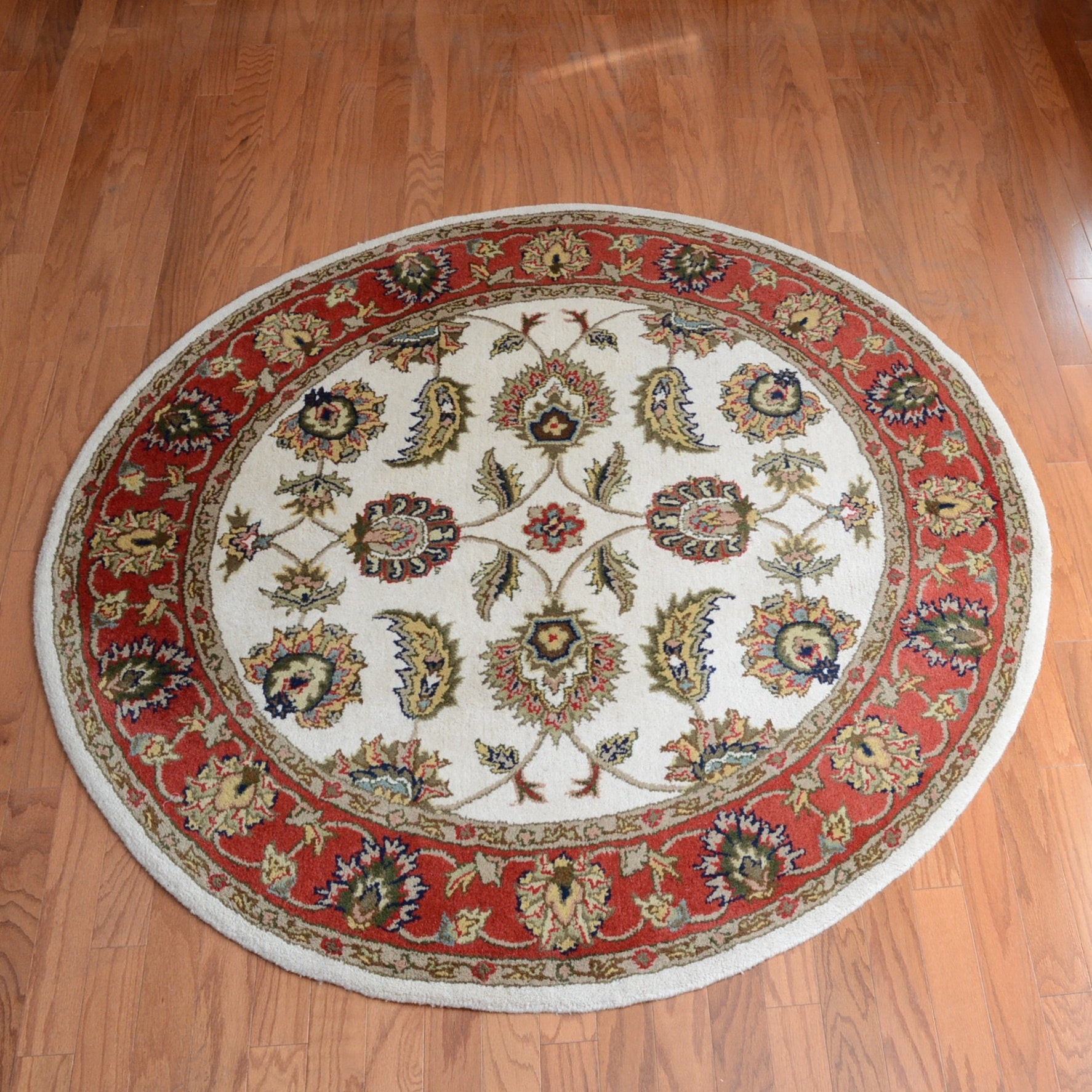 Machine-Tufted Persian-Style Round Accent Rug