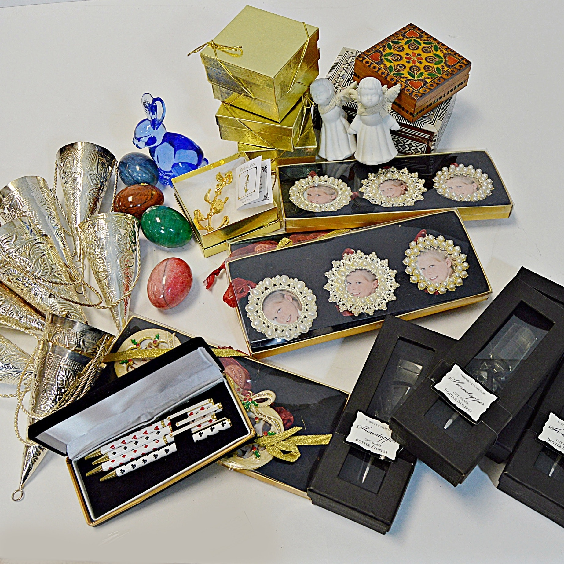 Holiday Decor and Collectibles with 24K Mistletoe, Tussy-Mussies, Crystal