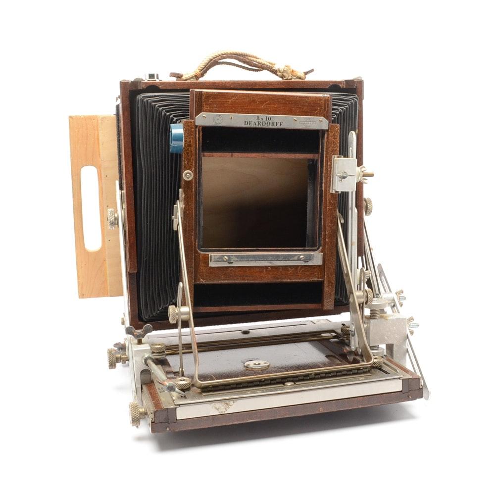 An antique Deardorff 8 x 10 camera body