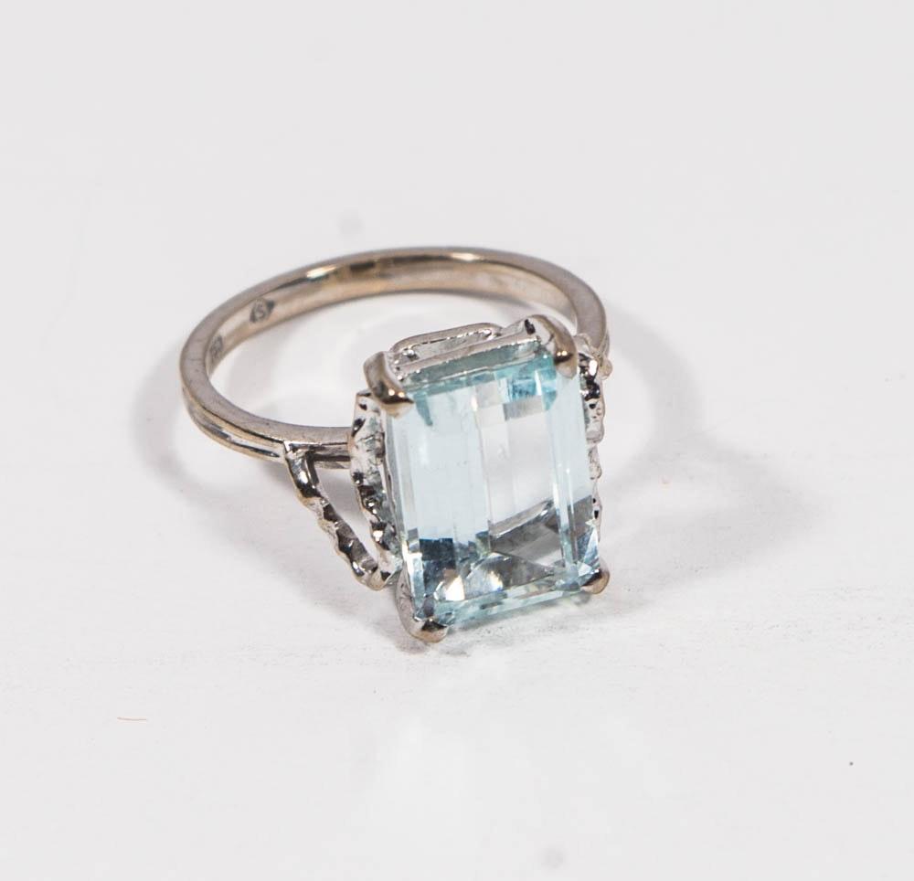 18K White Gold 3.58 Carat Aquamarine Ring
