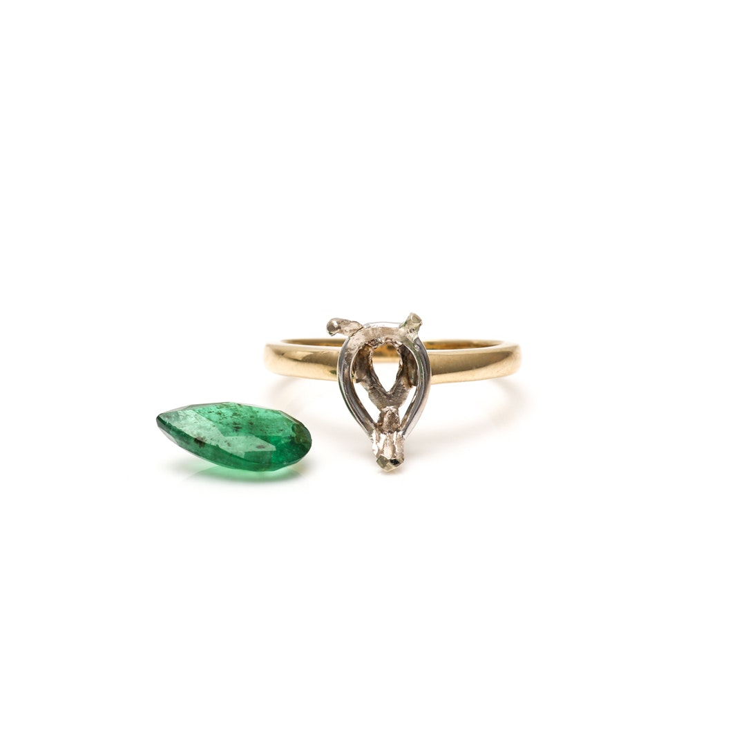 14K Yellow Gold Ring Mount and Loose Emerald Gemstone