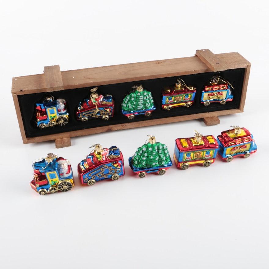 Thomas Pacconi Classics Christmas Train Ornaments | EBTH