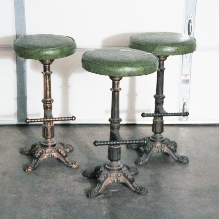 Marvelous Three Victorian Style Wrought Iron Barstools With Green Vinyl Seat Inzonedesignstudio Interior Chair Design Inzonedesignstudiocom