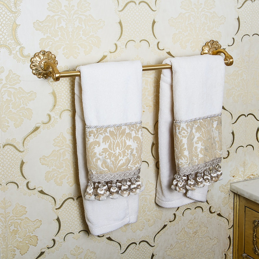 Assorted gold tone bathroom accessories and hardware ebth for Gold bathroom decor