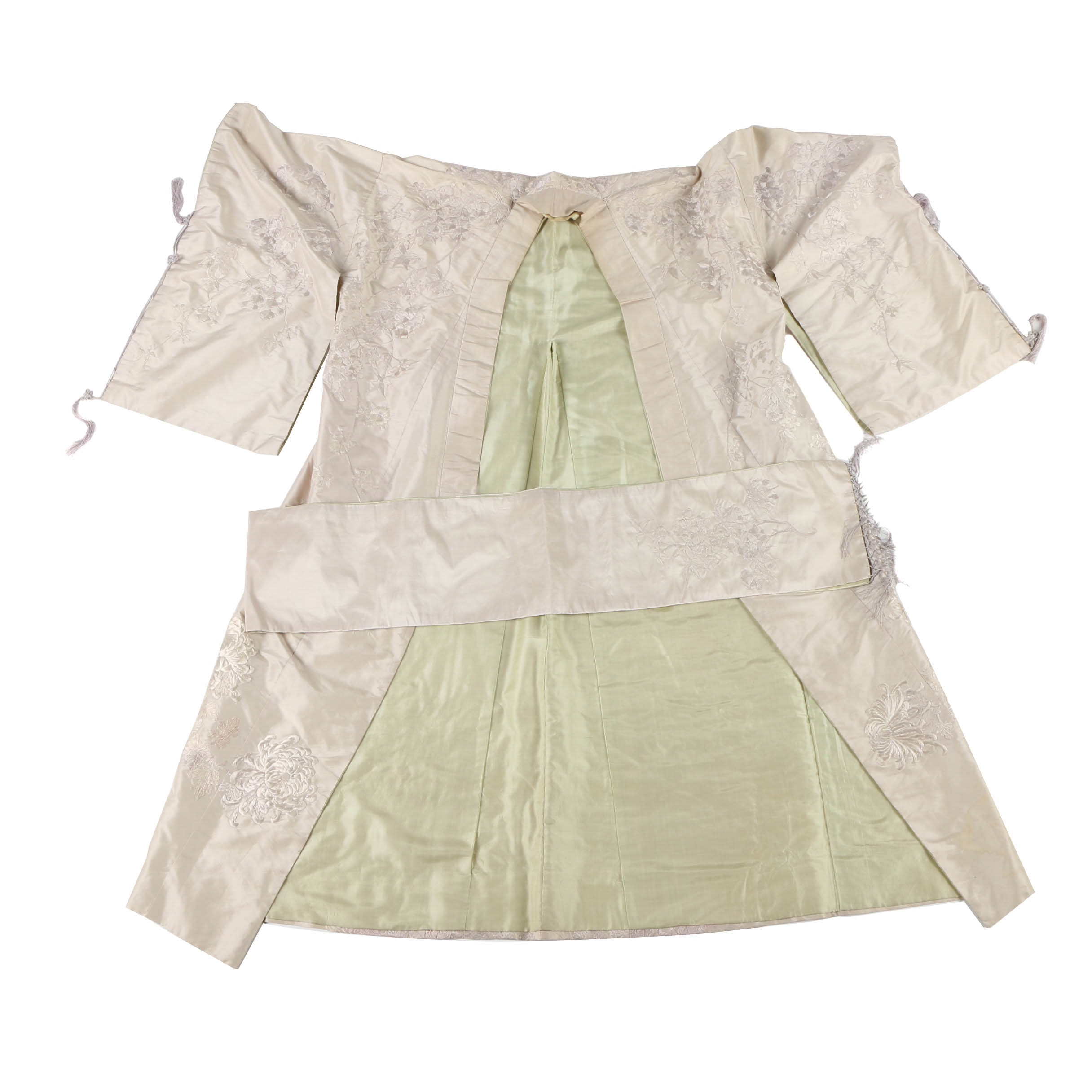 Vintage Cream-Colored Silk Kimono With Embroidered Floral Motif