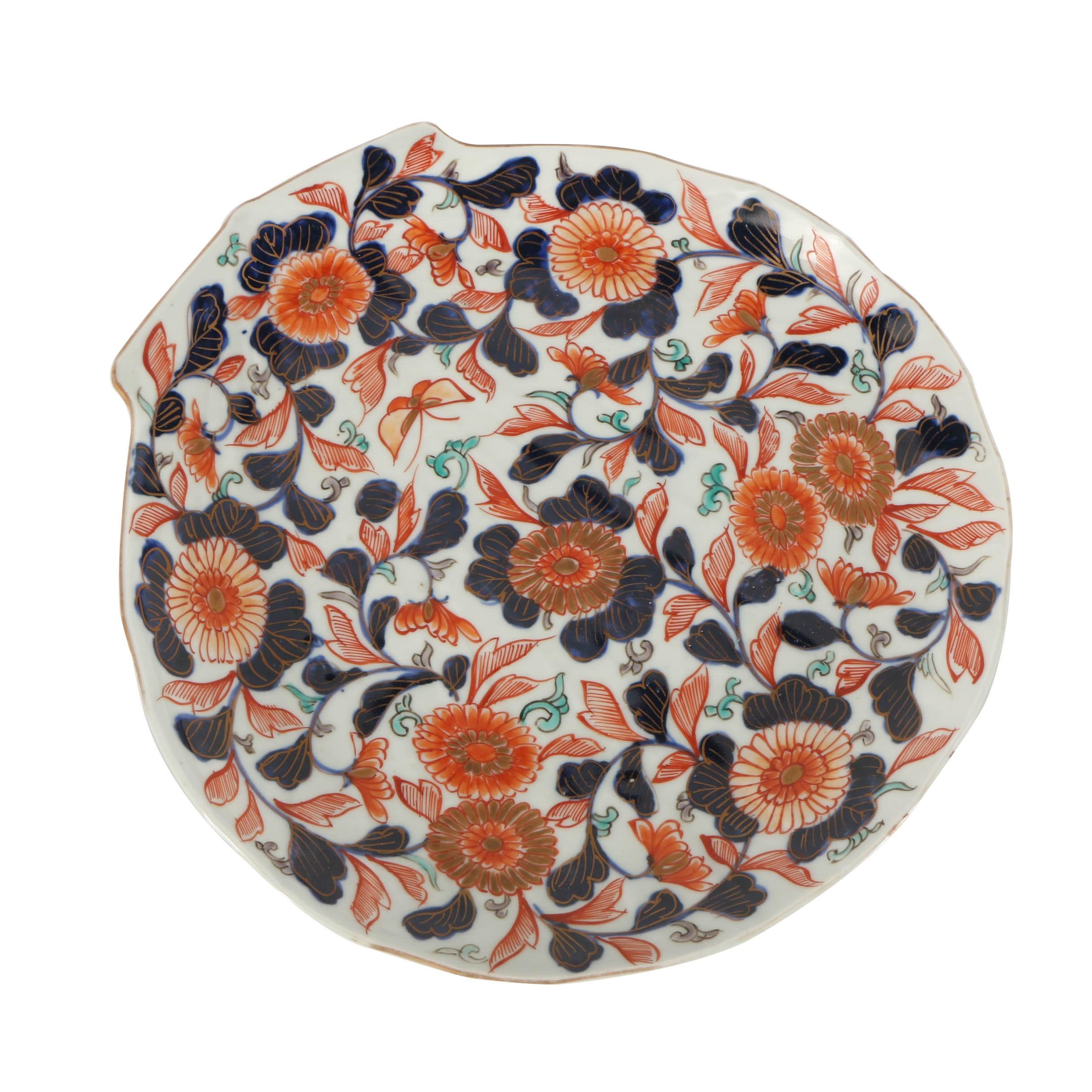 Japanese Imari Enameled Porcelain Shell-Shaped Dish