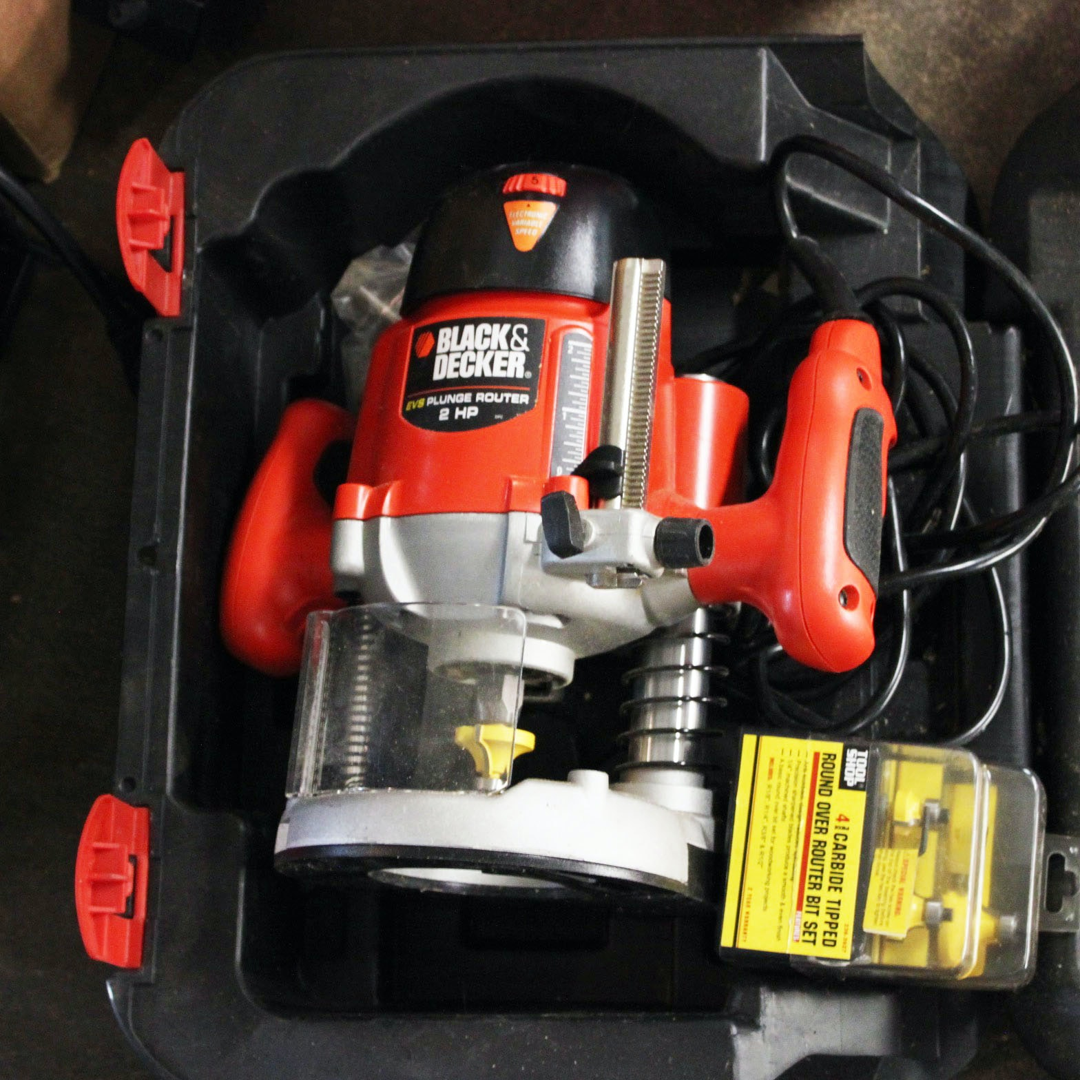 Black & Decker Plunge Router