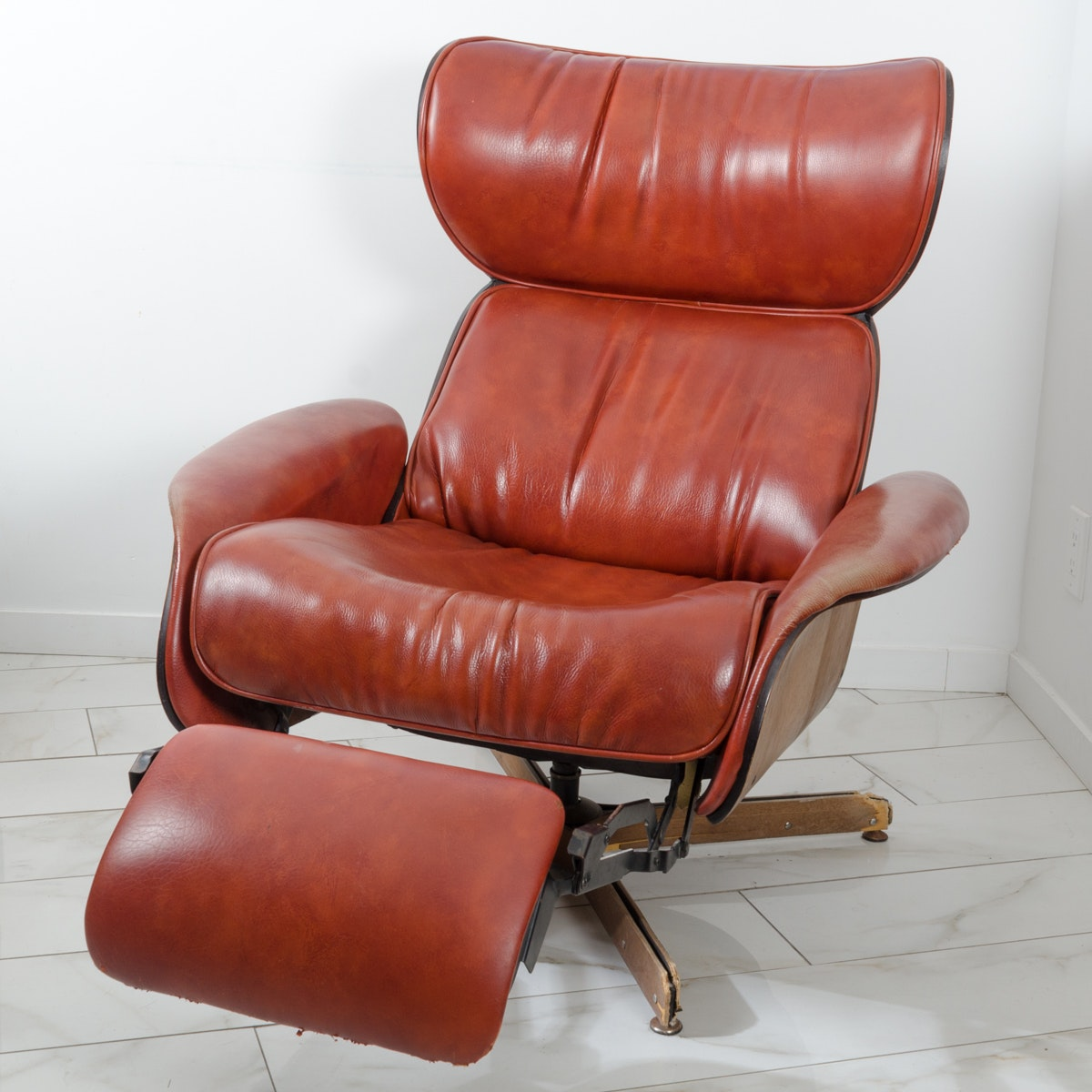 Mid Century Modern Eames Style Reclining Chair