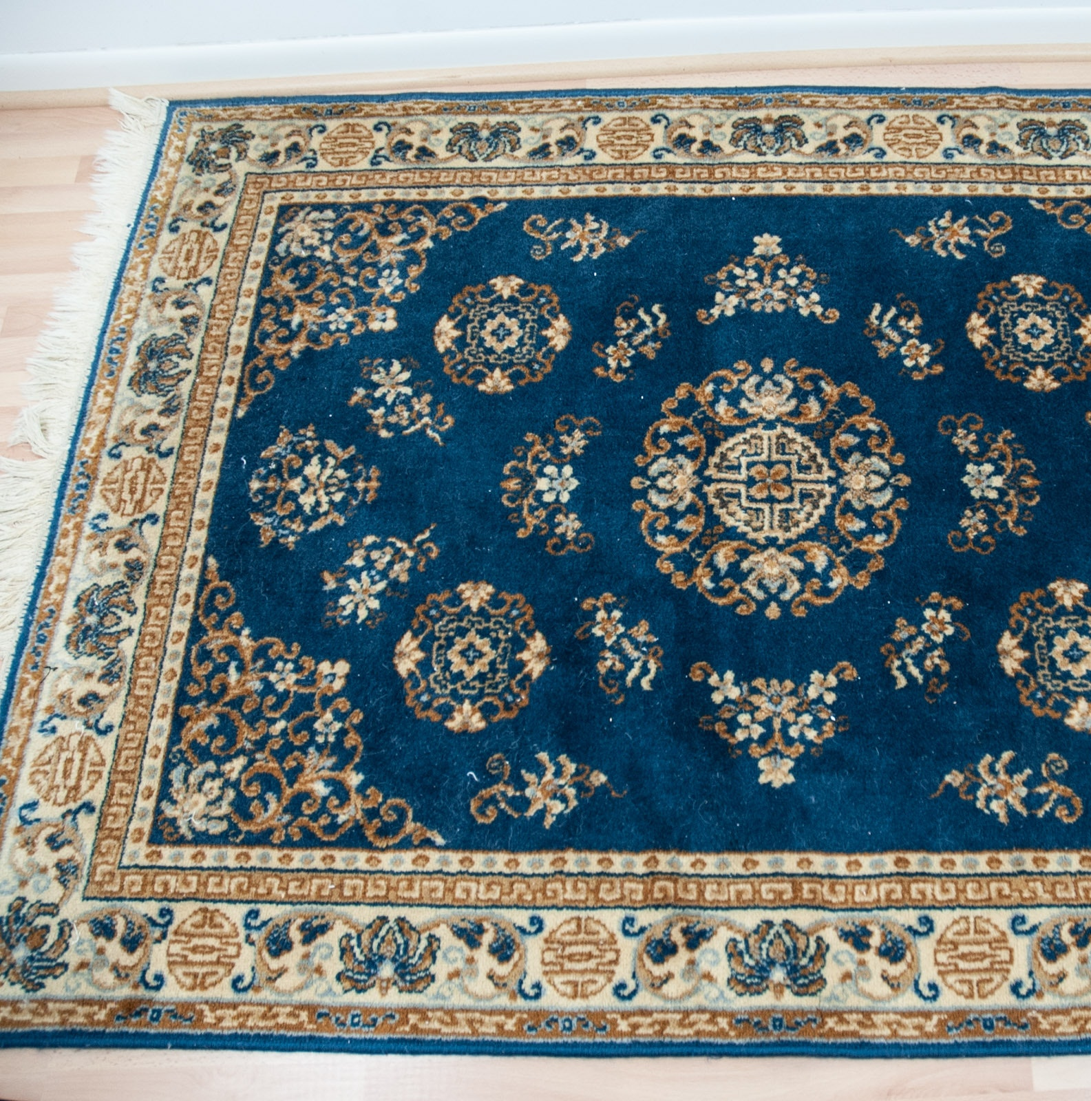 Machine Made Chinese Persian-Style Wool Area Rug