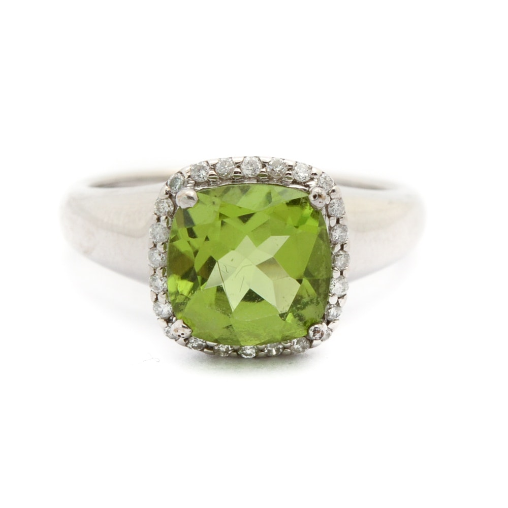 18K White Gold Diamond and Peridot Ring