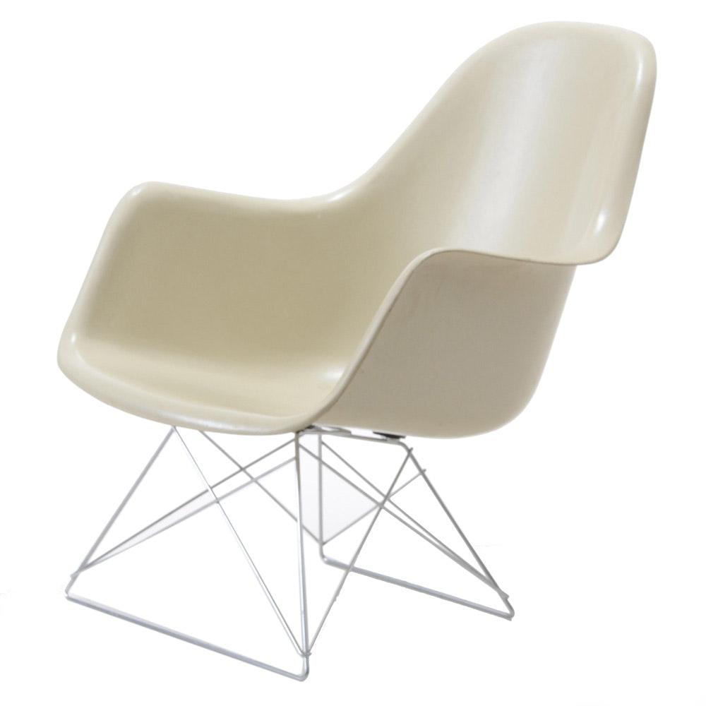 Eames for Herman Miller Mid Century Modern Fiberglass Armchair