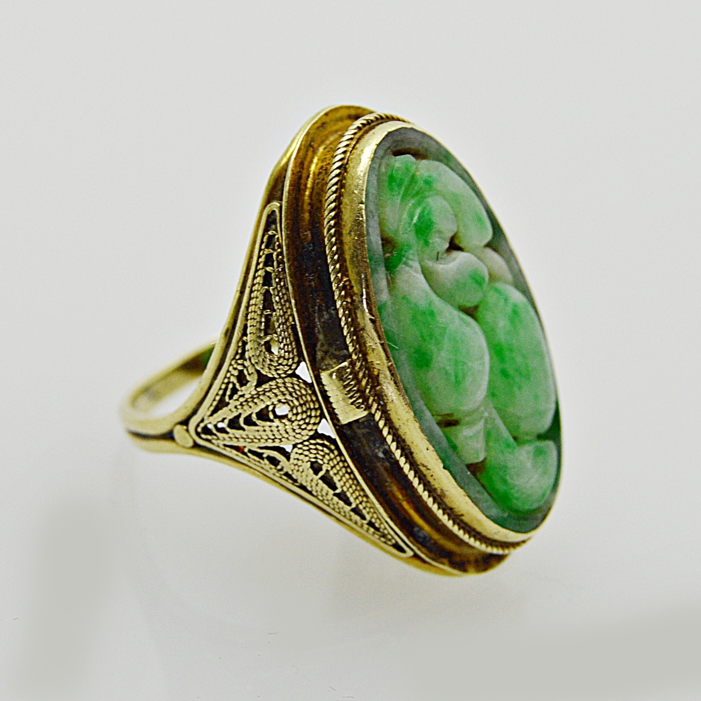 Vintage 14K Yellow Gold and Carved Jadeite Ring