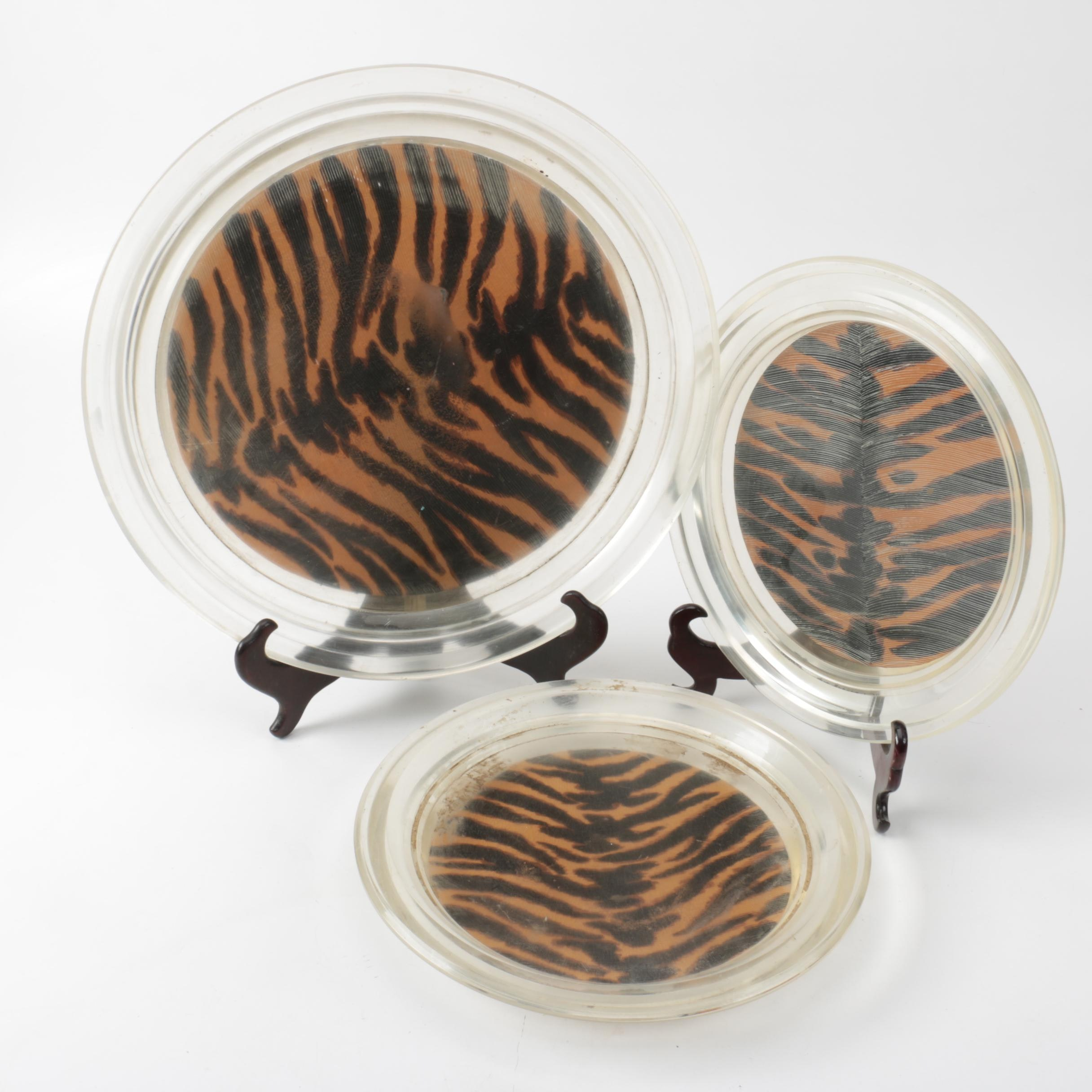 Decorative Tiger Patterned Plates With Stands