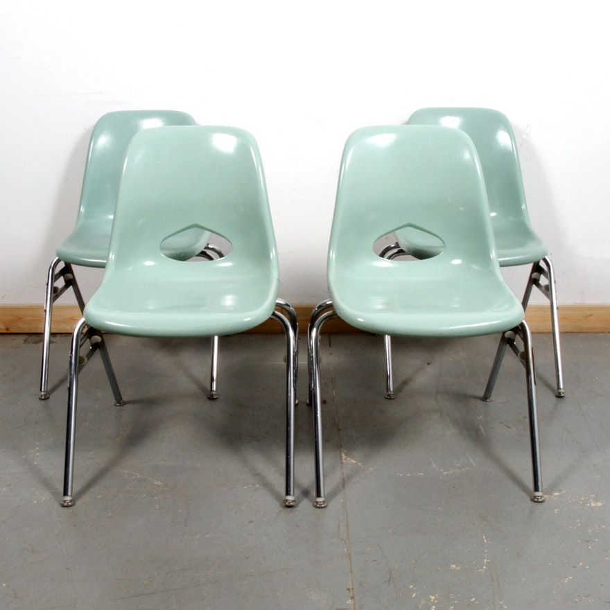 four mid century modern molded fiberglass chairs by krueger ebth