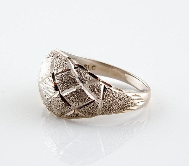 18K White Gold Textured Ring