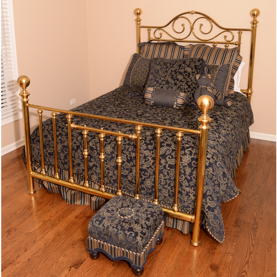 Queen Brass Bed with Bedding and Ottoman : EBTH