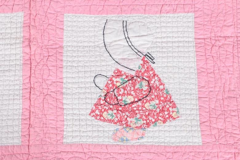 """Vintage Handmade """"Sunbonnet Sue"""" Quilt"""