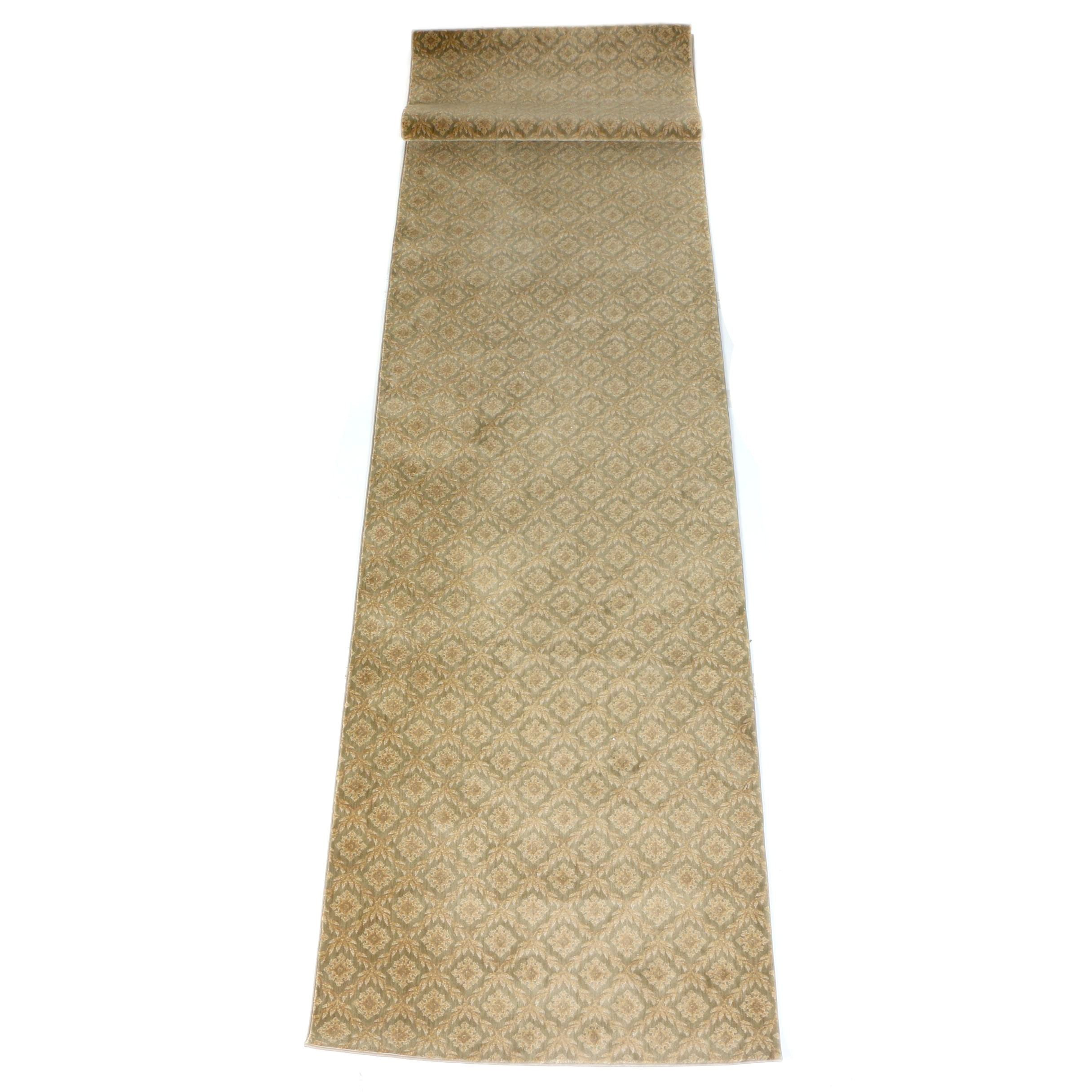 Power-Loomed Floral and Foliate Themed Palace Runner