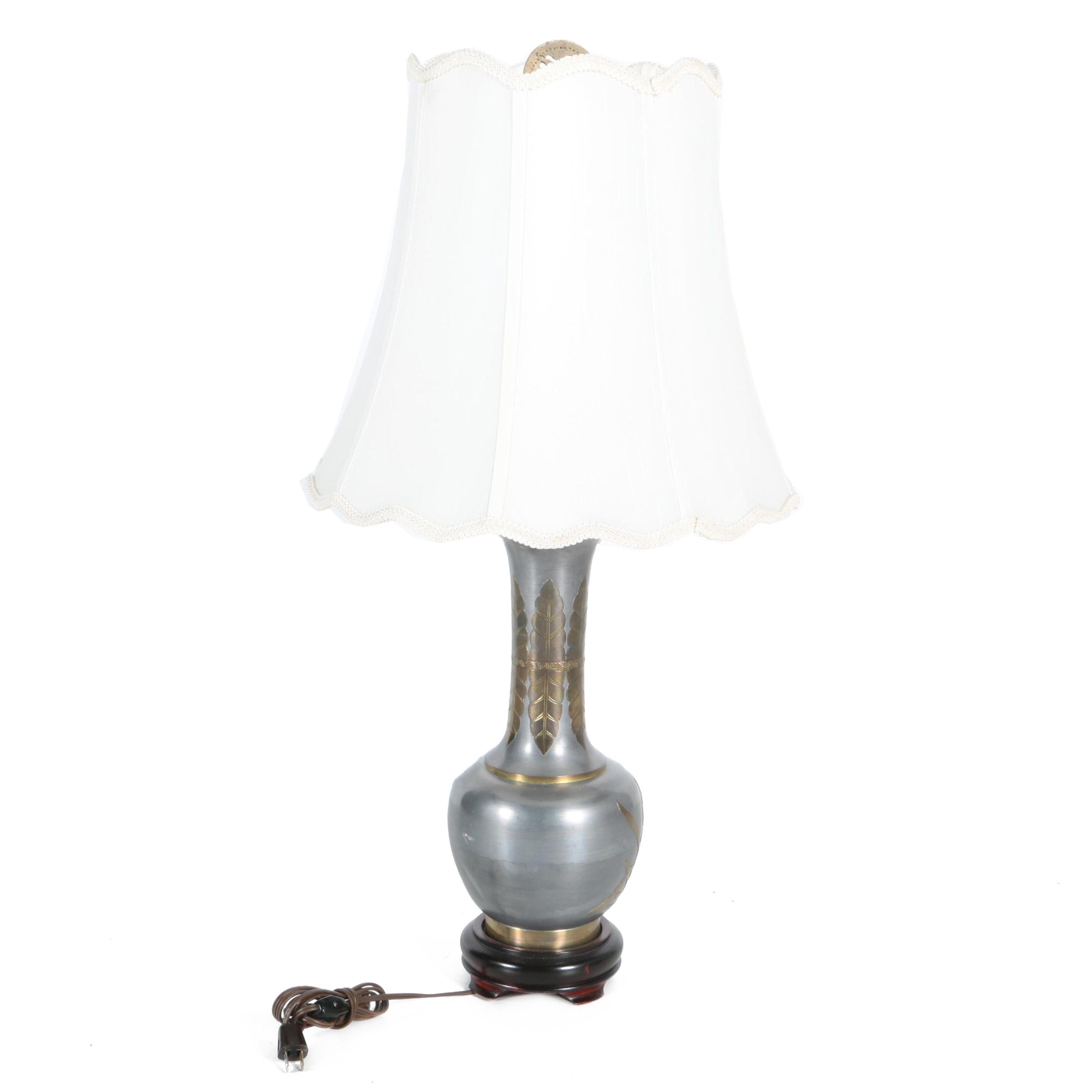 Embossed Acanthus Leaves Table Lamp
