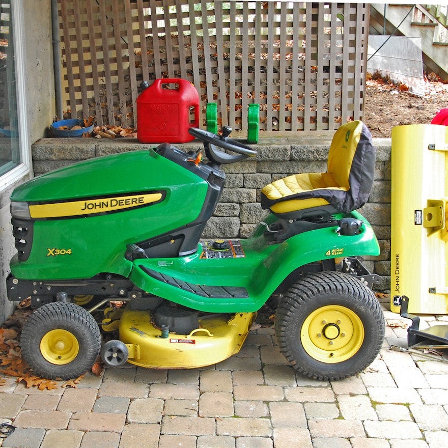John Deere X304 Riding Mower with 44\