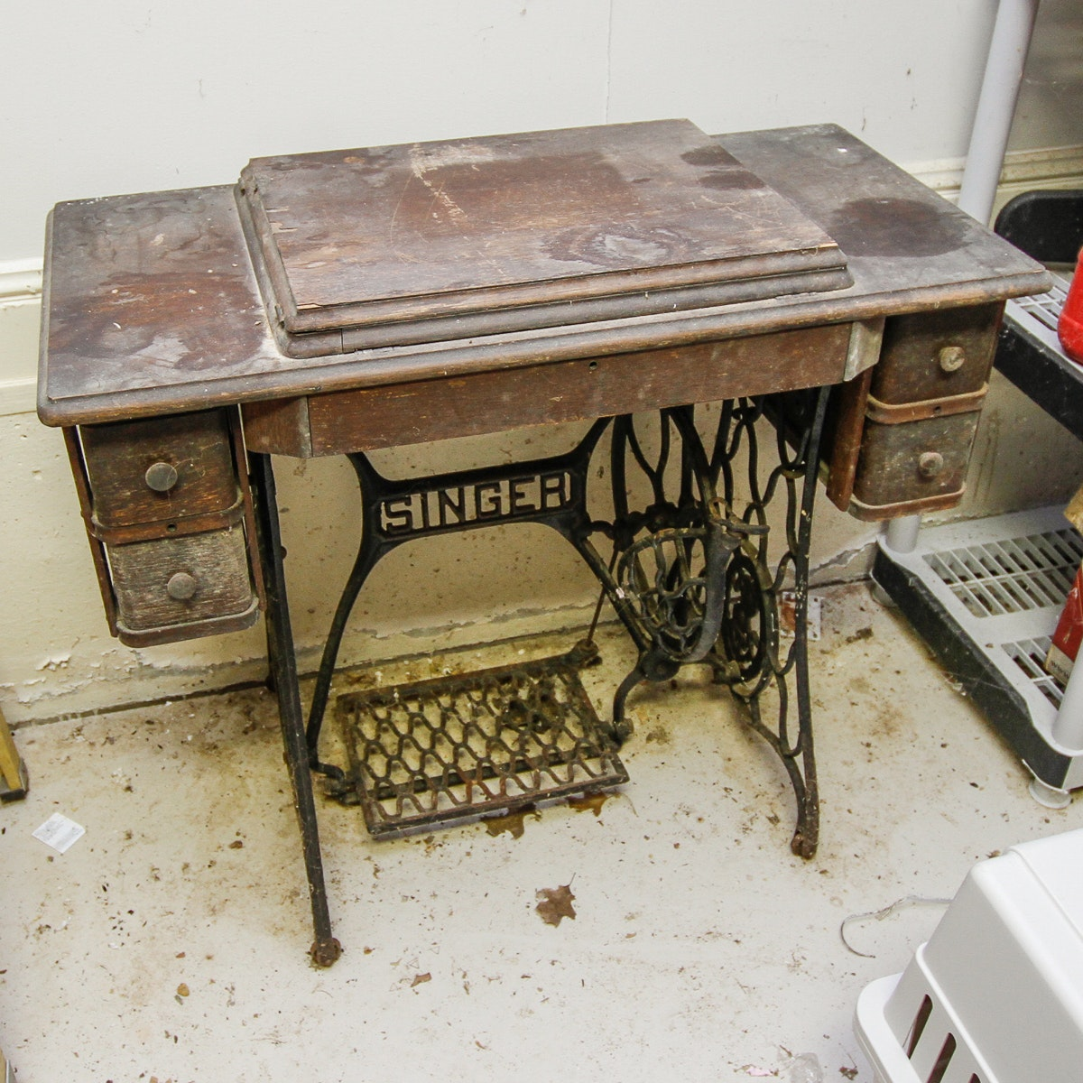 Vintage Singer Sewing Machine and Work Table