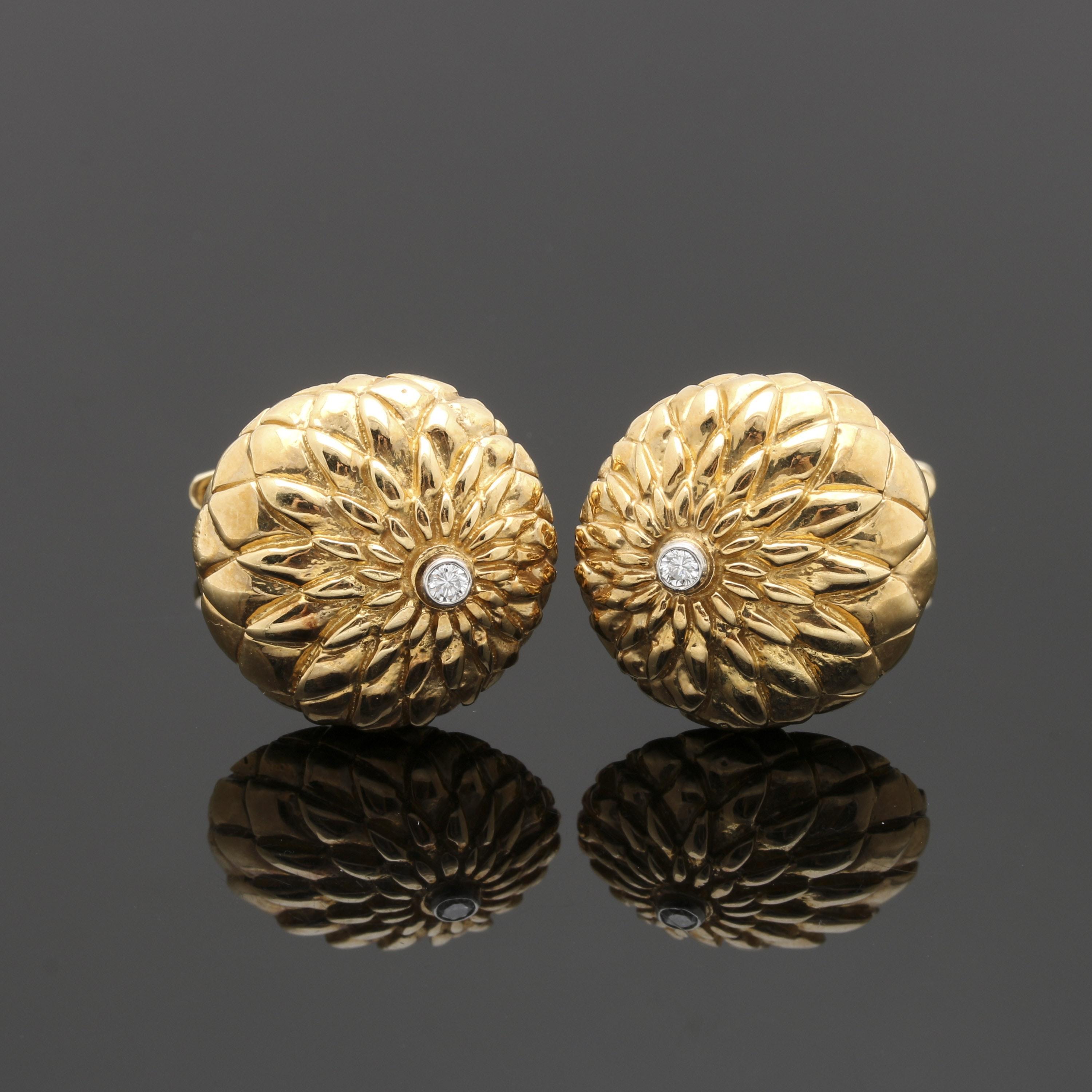 18K Yellow Gold Diamond Chrysanthemum Cufflinks