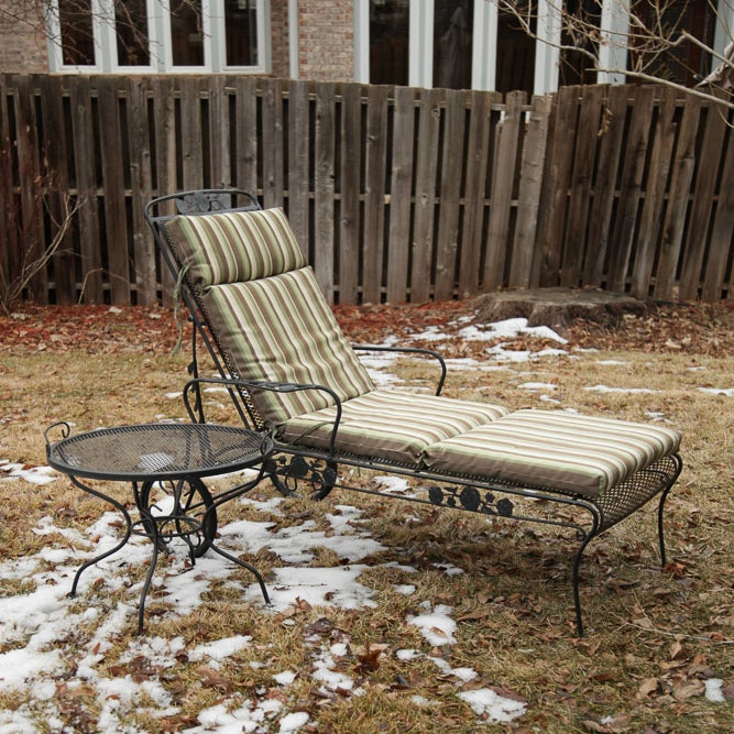 Metal Patio Lounger with Side Table