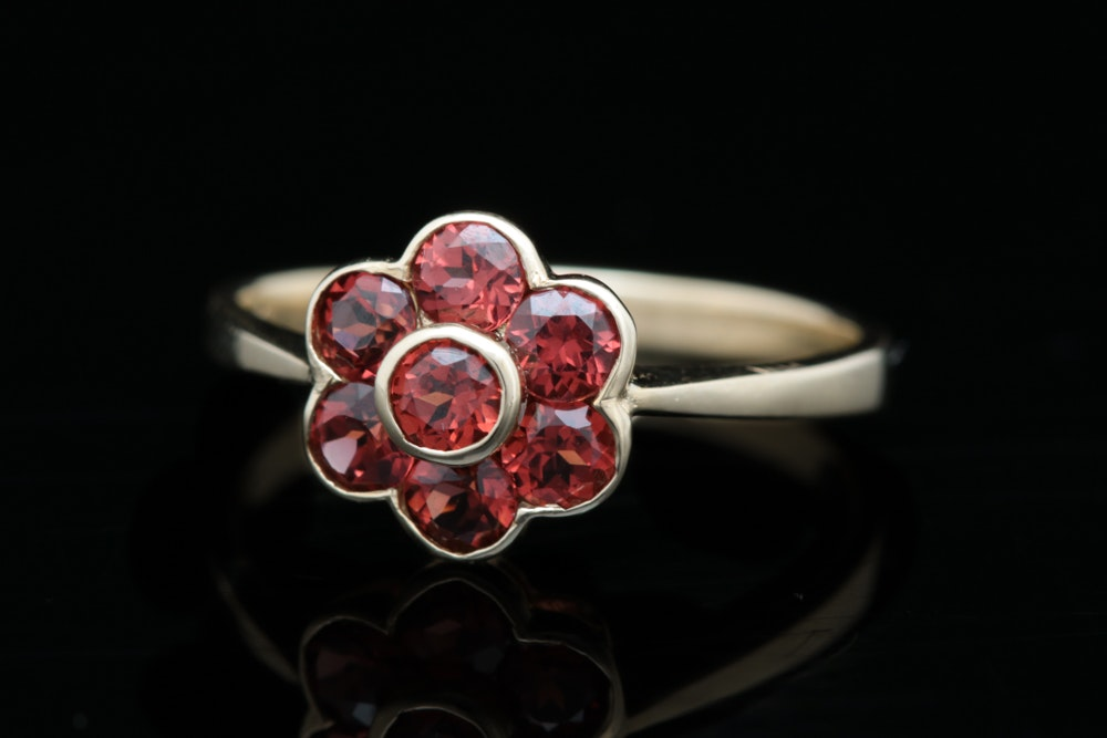 10K Yellow Gold and Garnet Flower Ring
