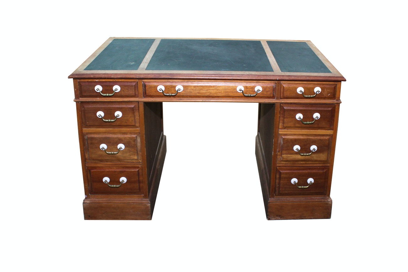 Sligh Furniture Leather Top Kneehole Desk