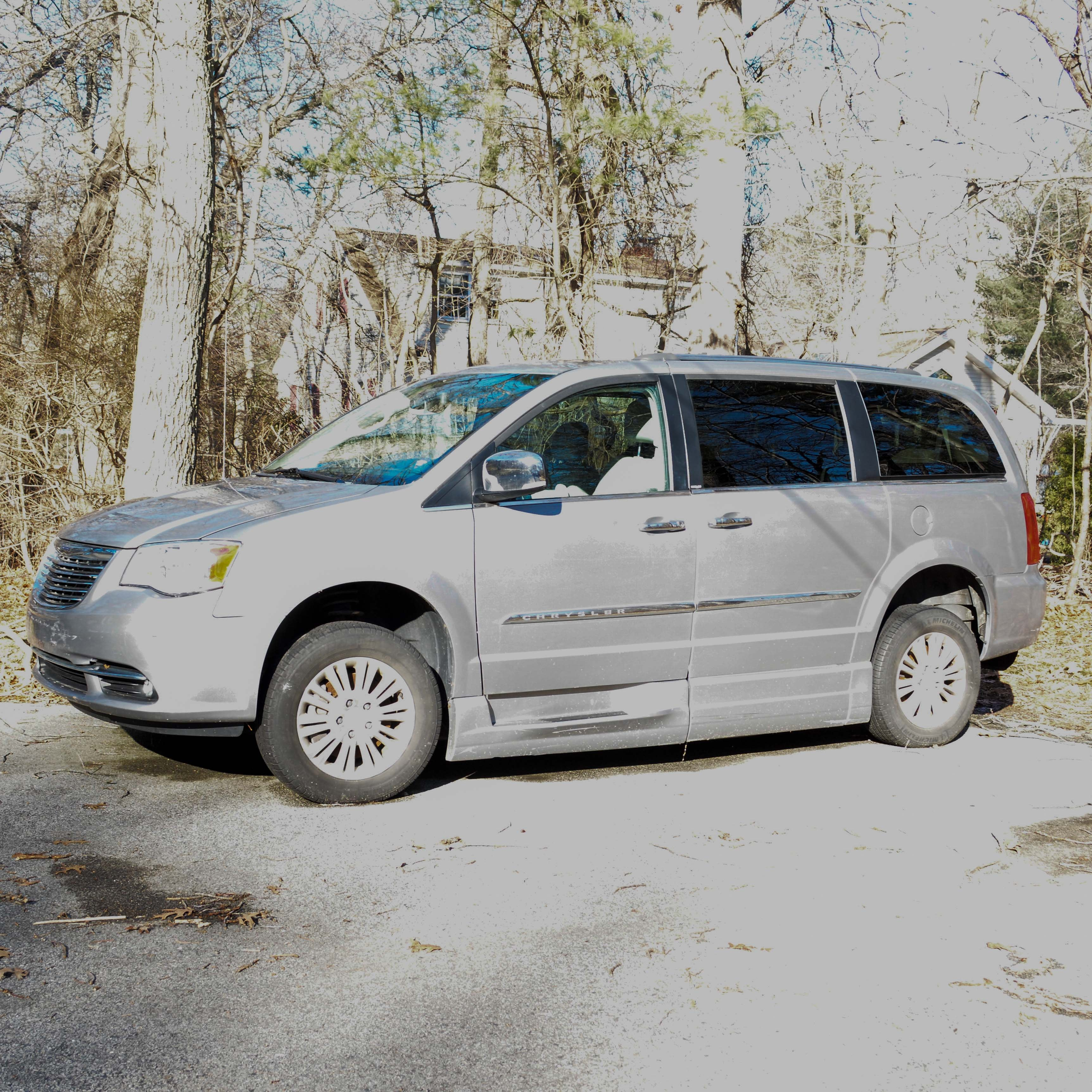 2013 Chrysler Town and Country LTD Platinum with Braun Ability Accessibility