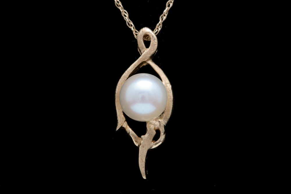 14K Yellow Gold and Pearl Pendant with Chain