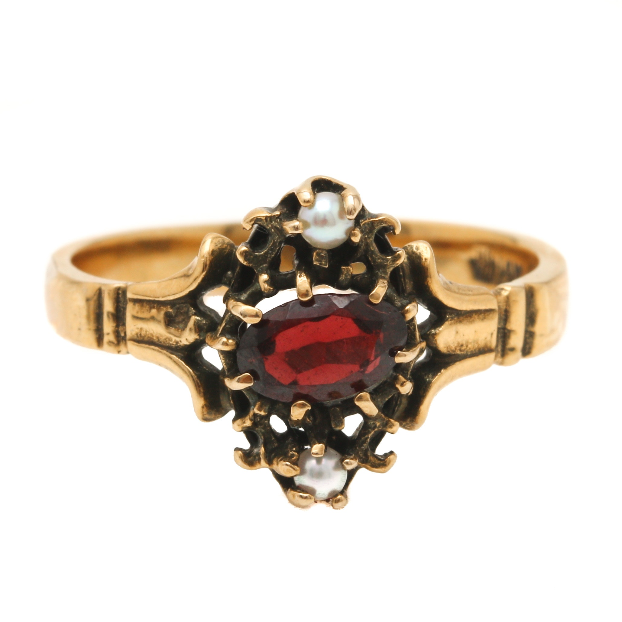 Victorian 14K Yellow Gold Garnet and Seed Pearl Ring
