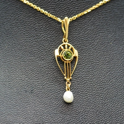 Arts and Crafts Era 14K Yellow Gold Peridot and Pearl Pendant Necklace