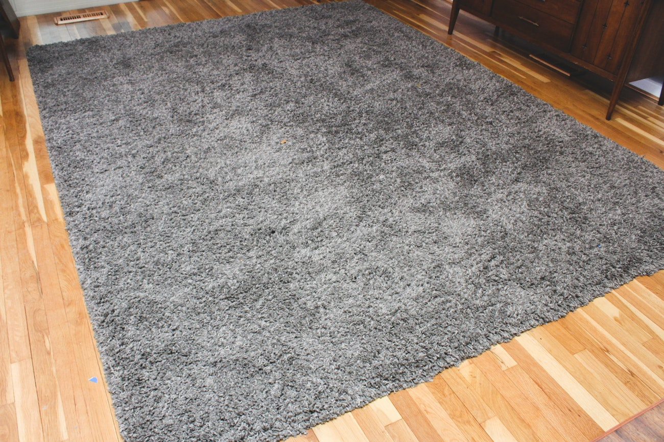 Machine-Made High-Pile Area Rug