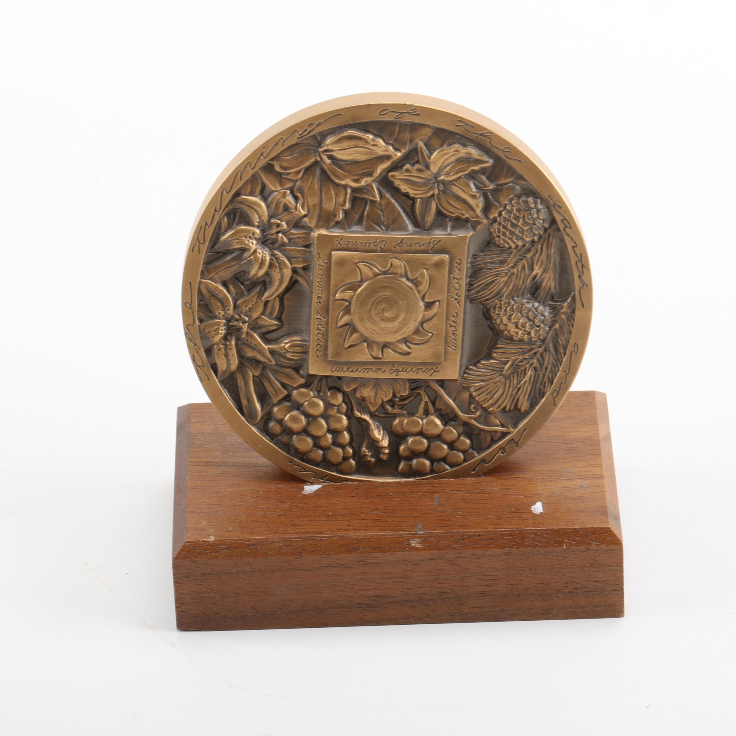1995 Metal Relief Medallion Calendar