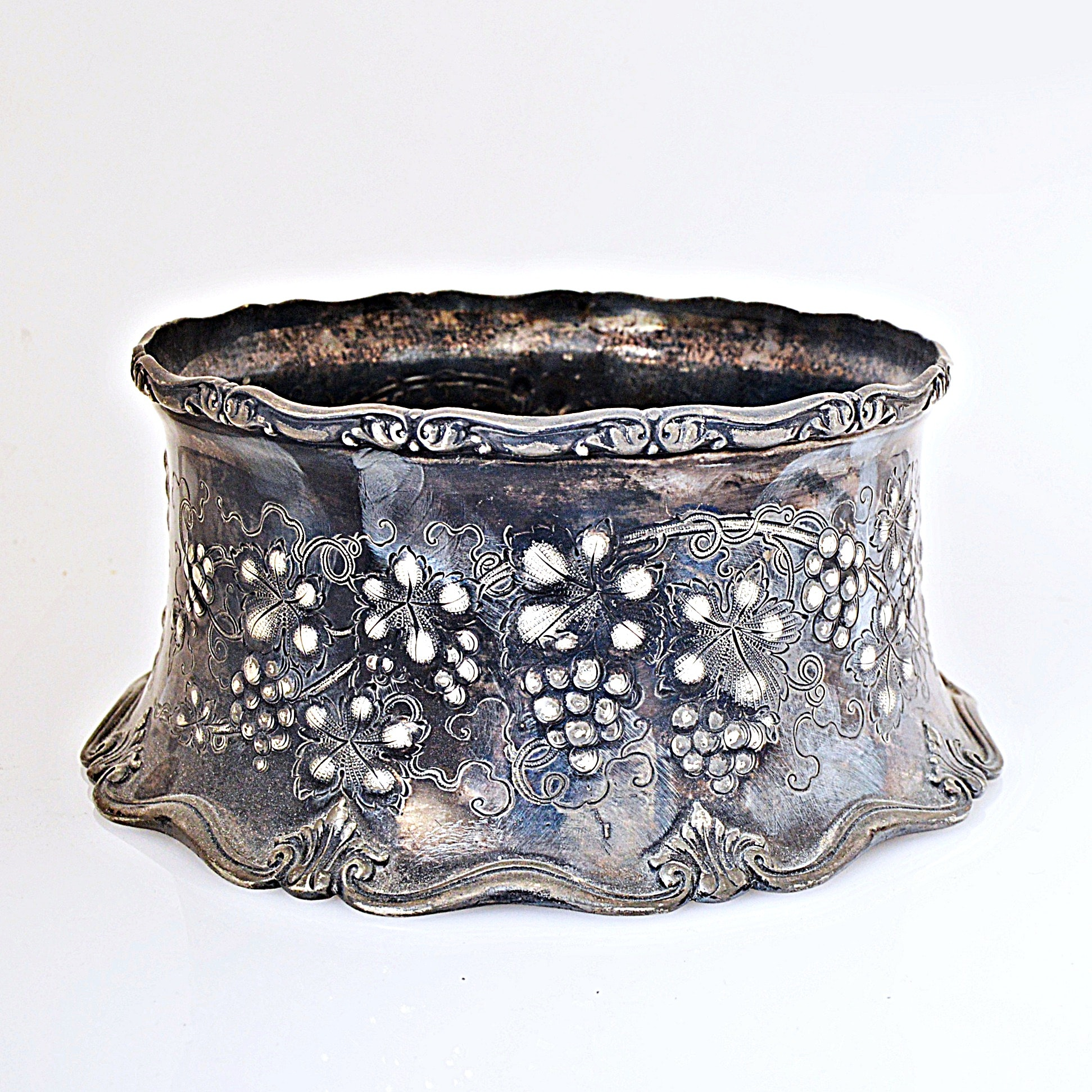 Homan Mfg. Co. Grapevine Accented Silver-Plated Centerpiece Bowl