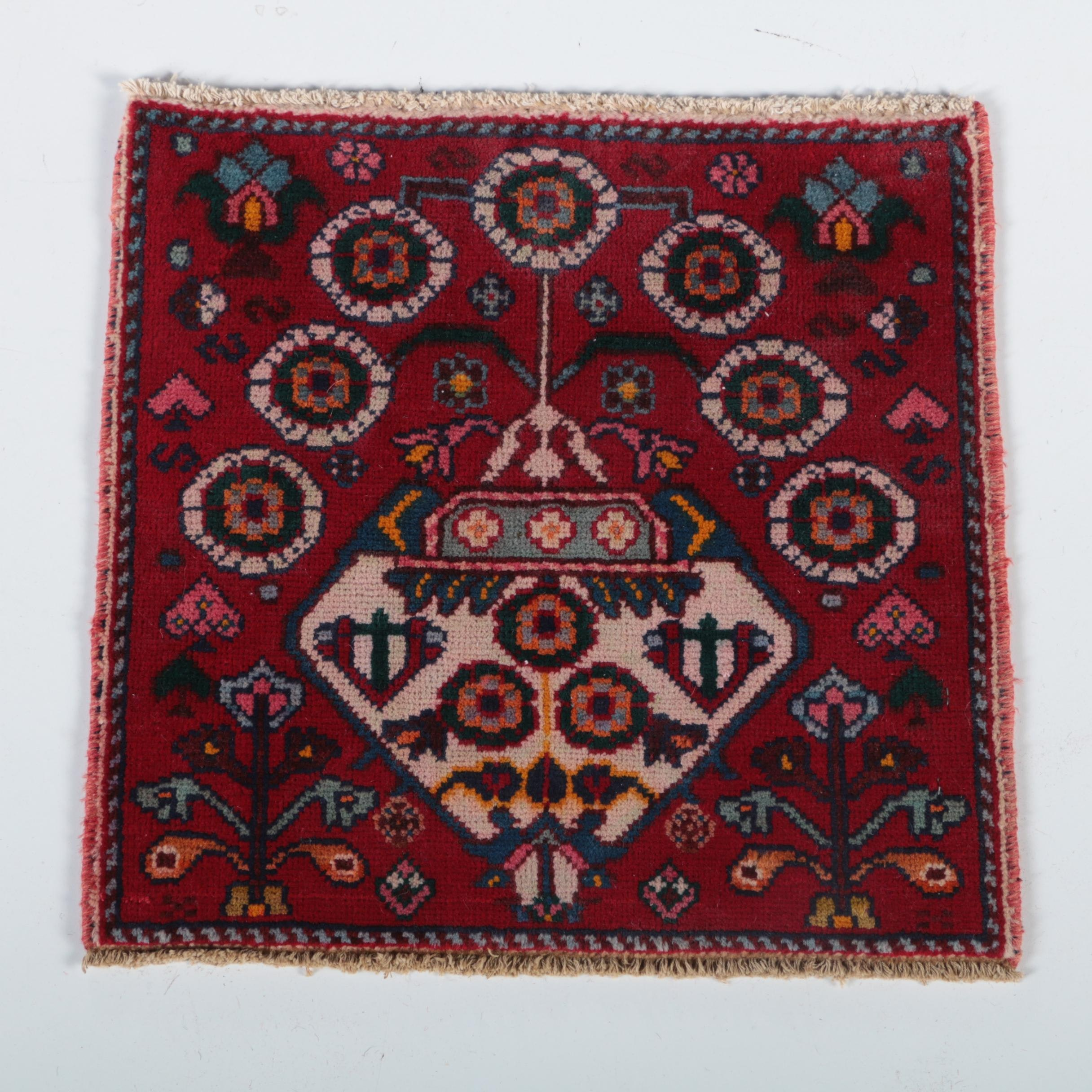 Hand-Knotted Pakistani Accent Rug