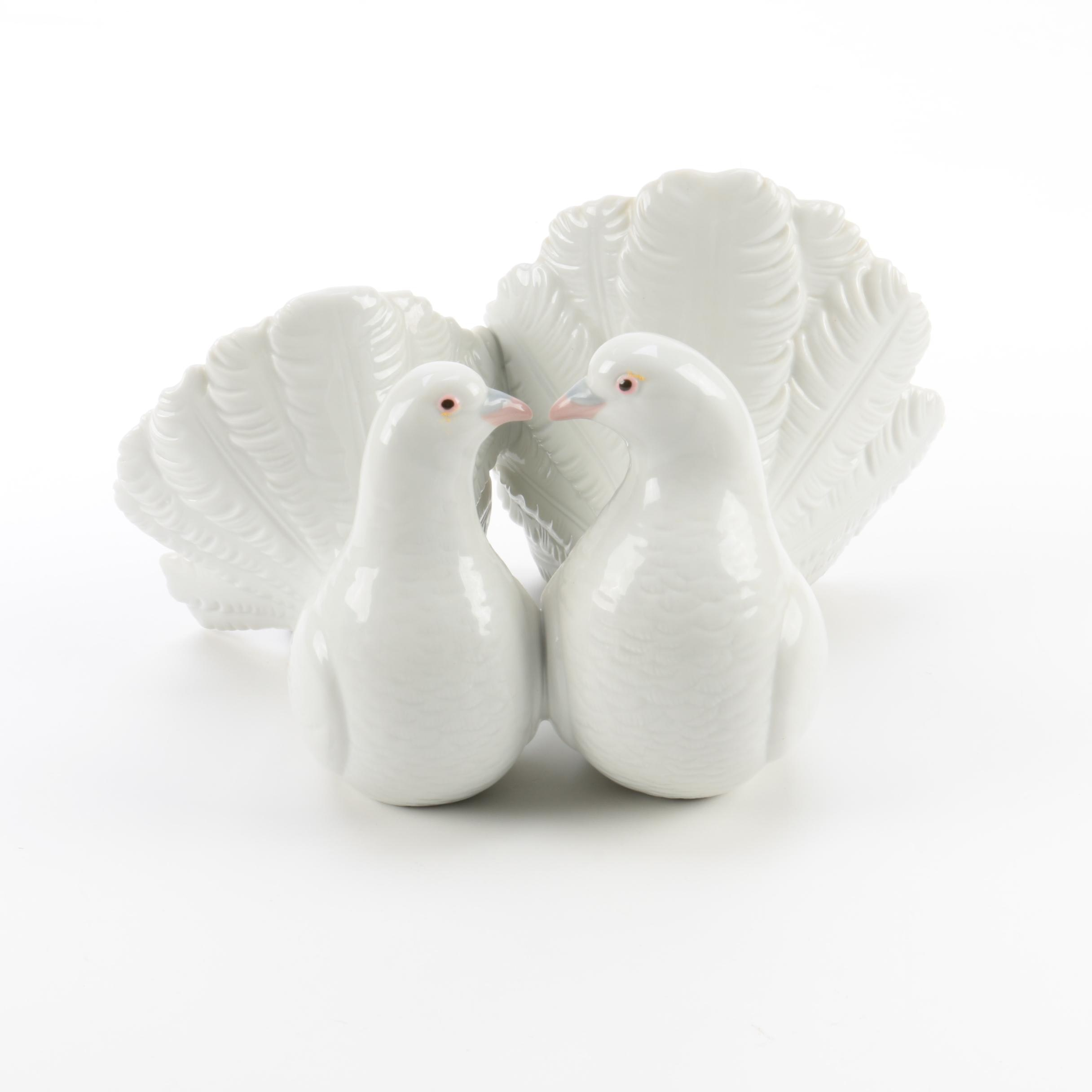 "Lladró Porcelain ""Couple of Kissing Doves"" Figurine"