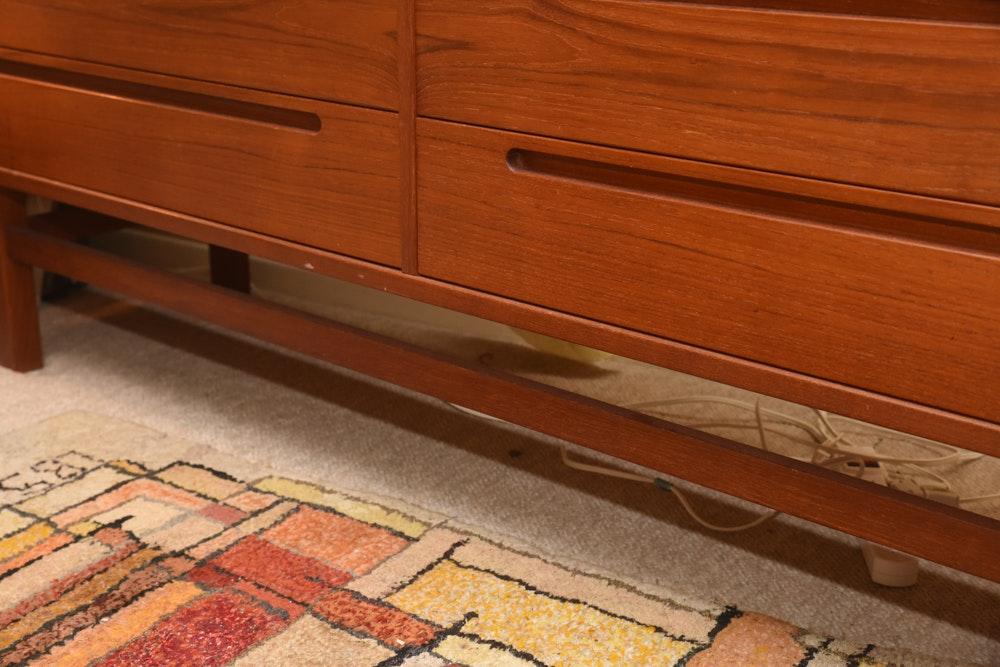 Vintage Mid Century Modern Lowboy Dresser Ebth
