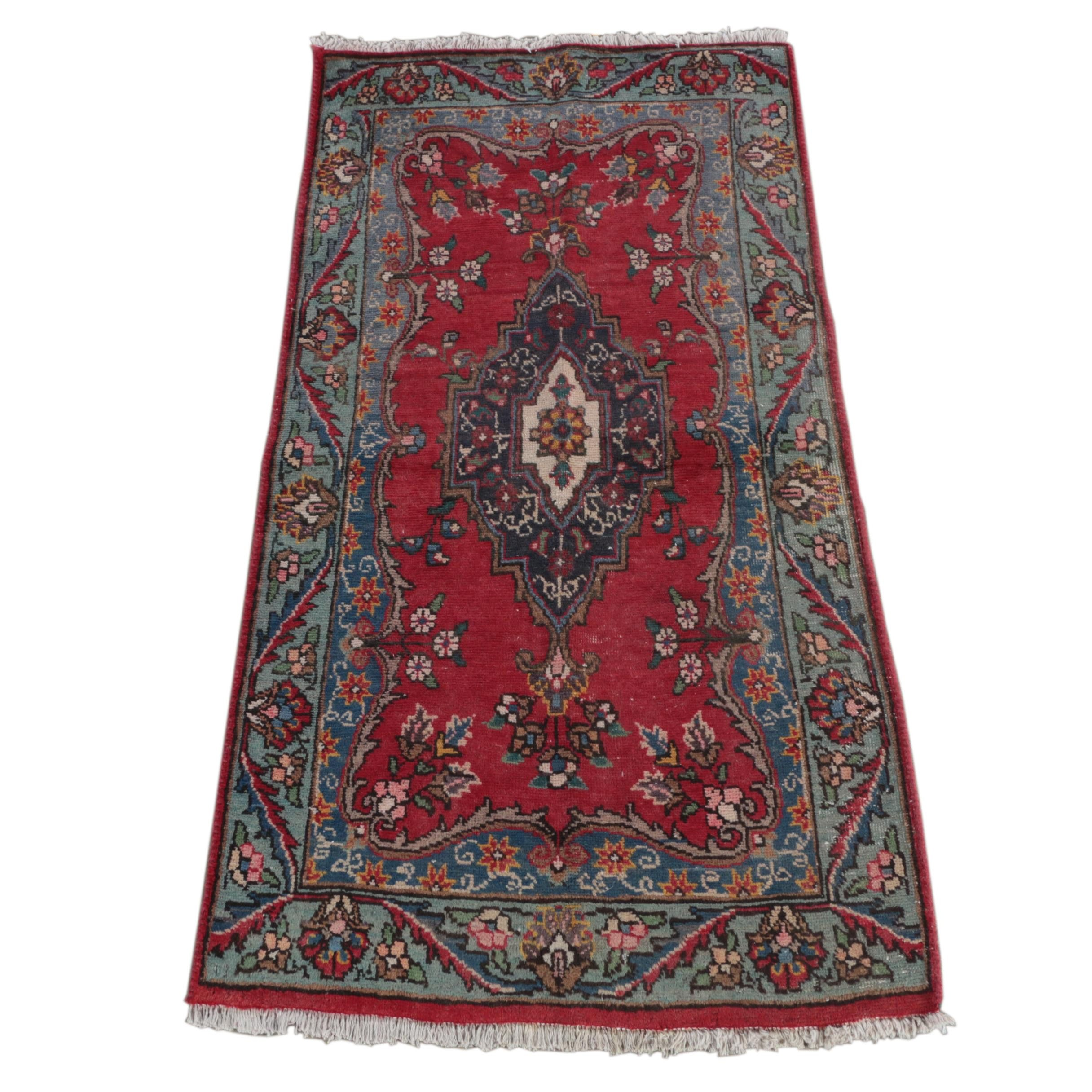 Hand-Knotted Persian Arak Accent Rug