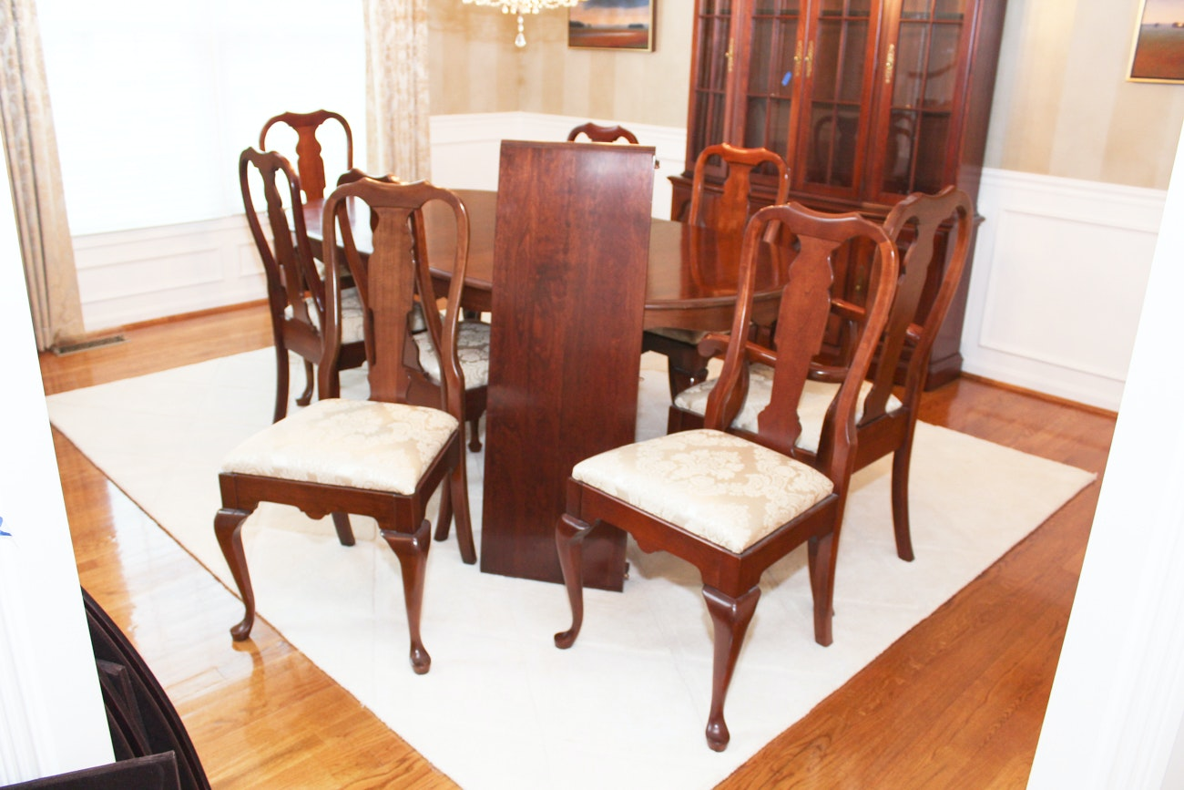 Pennsylvania House Queen Anne Dining Set with Eight Chairs
