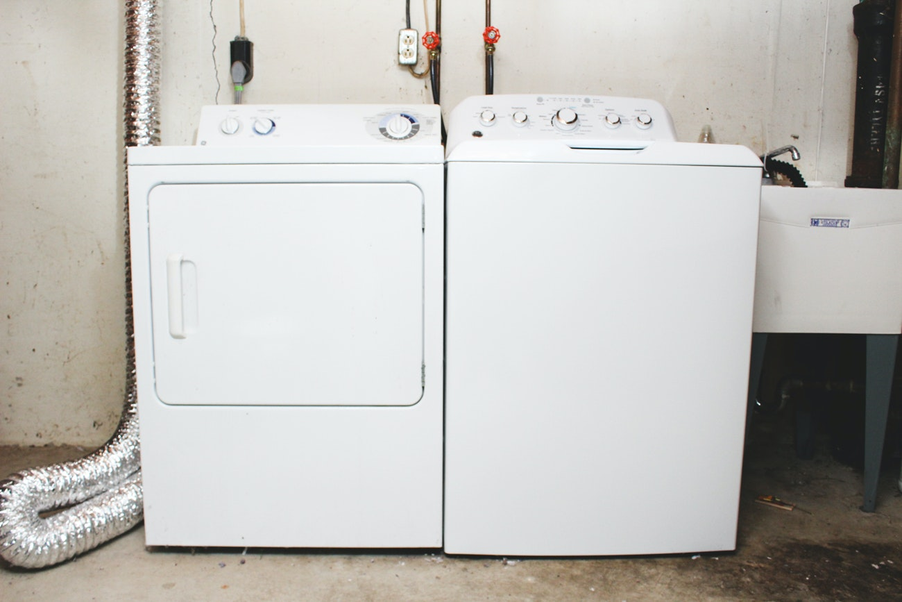 GE Top-Load Washer with GE Electric Dryer