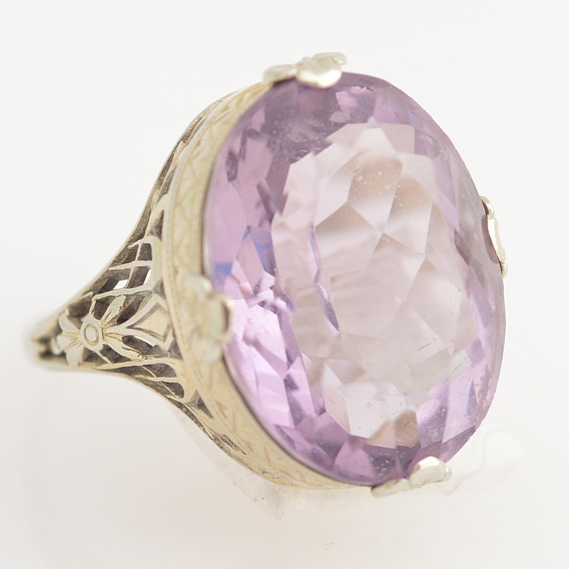 18K White Gold and Amethyst Ring