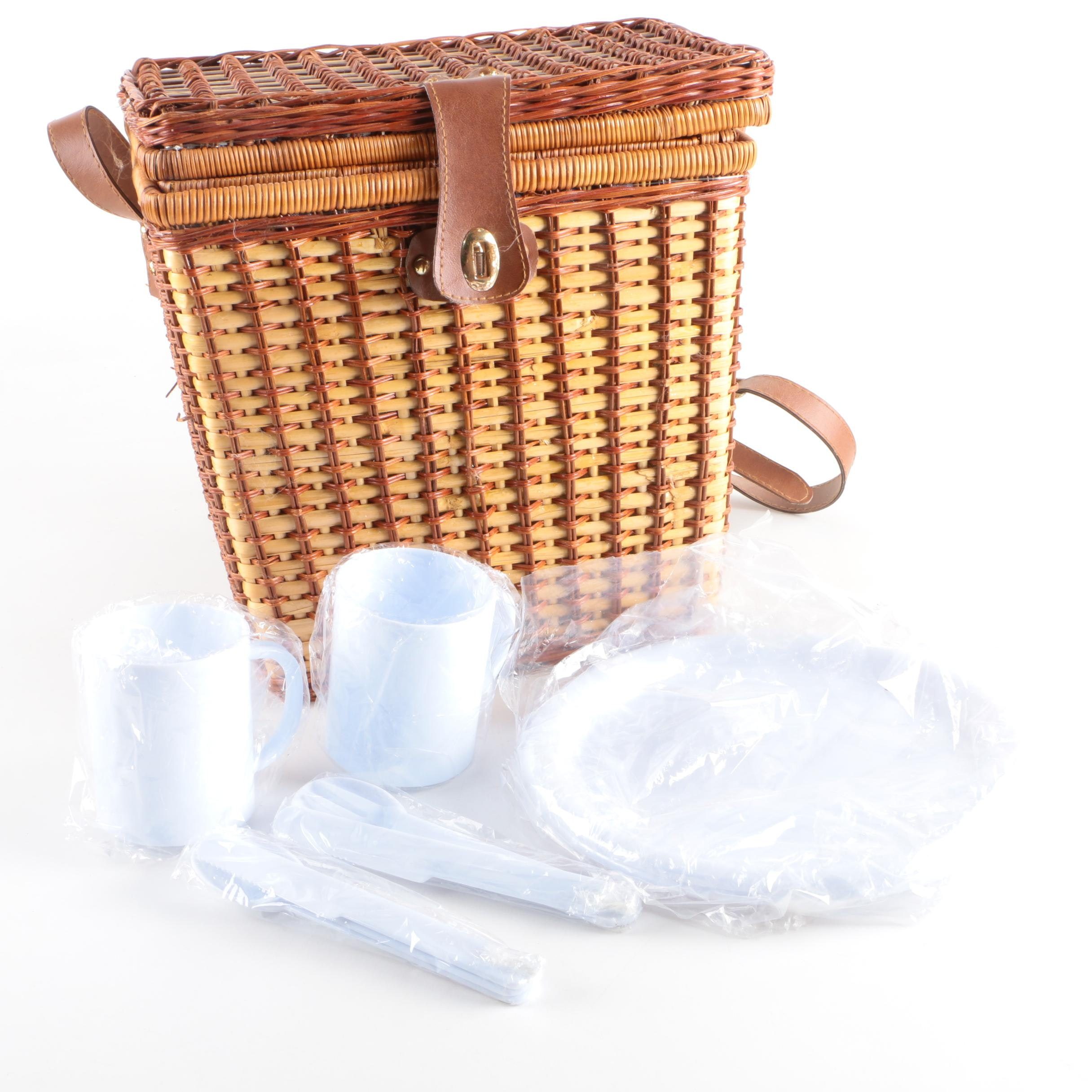 Picnic Basket with Plastic Tableware